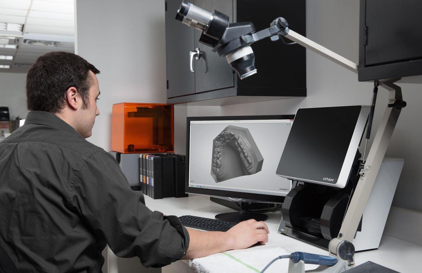 口腔デジタルデータを3DCADにインプットし設計
